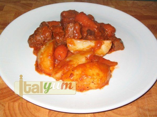 Beef stew with potatoes (Spezzatino con patate) | Meat Recipes