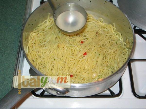 Garlic, oil and chilli Spaghetti (Spaghetti aglio olio peperoncino) | Pasta recipes
