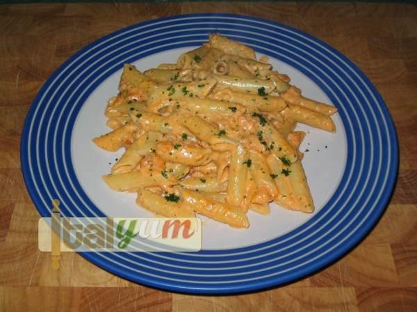 Penne pasta with salmon and vodka (Pennette al salmone affumicato e vodka) | Pasta recipes