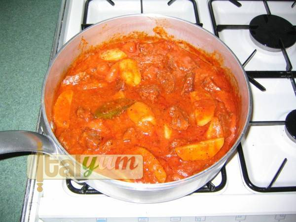 Beef stew with potatoes (Spezzatino con patate)   Meat Recipes
