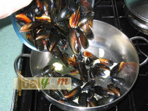 Mussels and potatoes (Uncle Vittorio's mussels & potato bake)   Seafood recipes