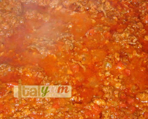 Traditional Spaghetti Bolognese sauce (Ragù alla bolognese) | Meat Recipes