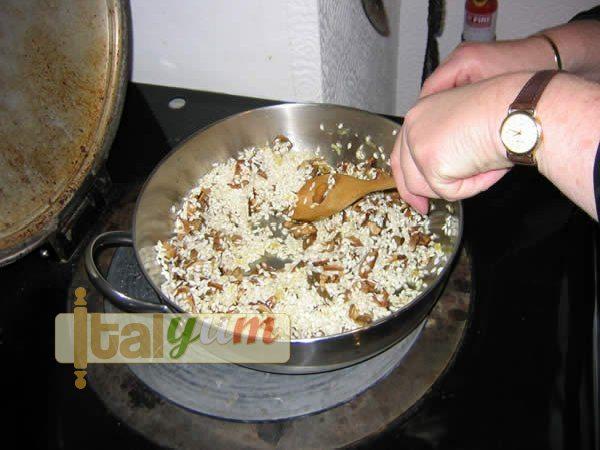 Mushroom risotto (Risotto ai funghi porcini) | Risotto recipes