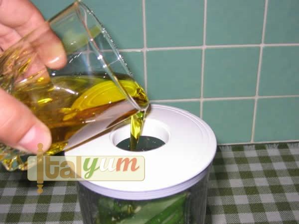 Pesto sauce (Pesto alla genovese)   Vegetable recipes