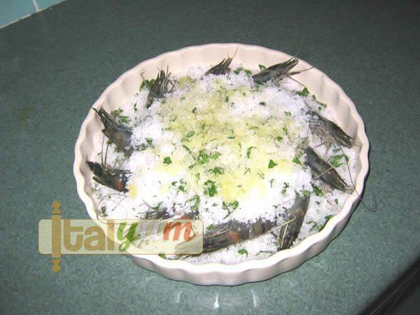 Tiger prawns cooked in sea salt (Mazzancolle al sale) | Seafood recipes