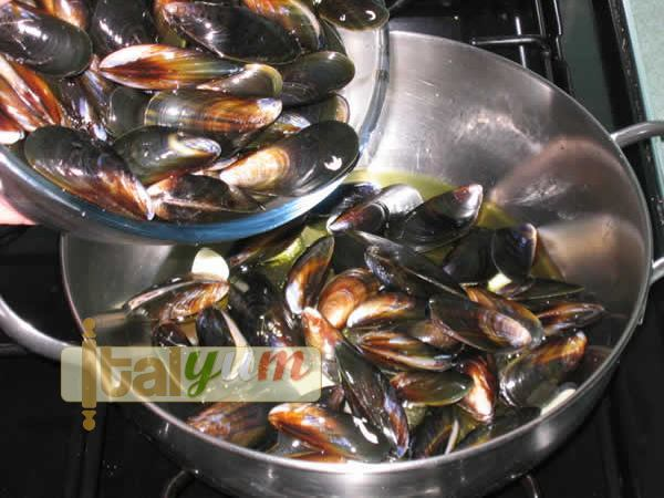Gratin of mussels (Cozze al forno) | Seafood recipes