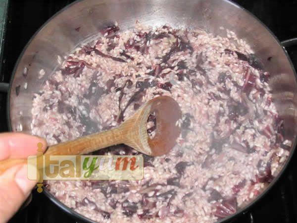Radicchio and smoked cheese risotto | Risotto recipes