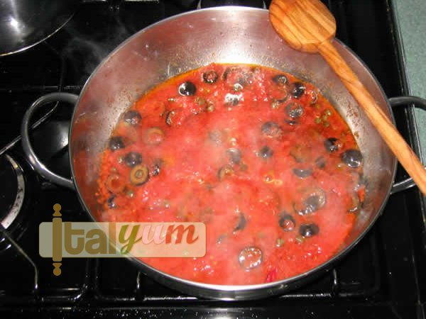 Spicy Spaghetti (Spaghetti alla puttanesca) | Pasta recipes