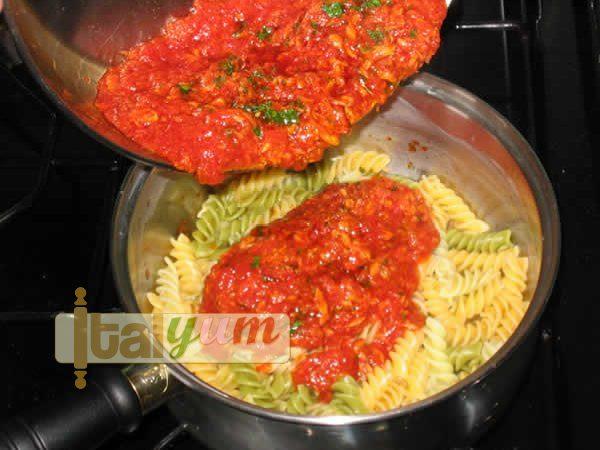 Fusilli with tuna sauce (Fusilli al tonno) | Pasta recipes