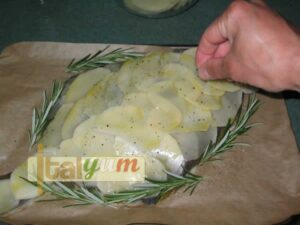 Plaice with potatoes (Rombo con patate) | Seafood recipes