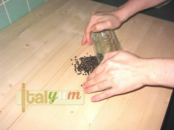 Spaghetti with pecorino and black pepper (Spaghetti cacio e pepe) | Pasta recipes