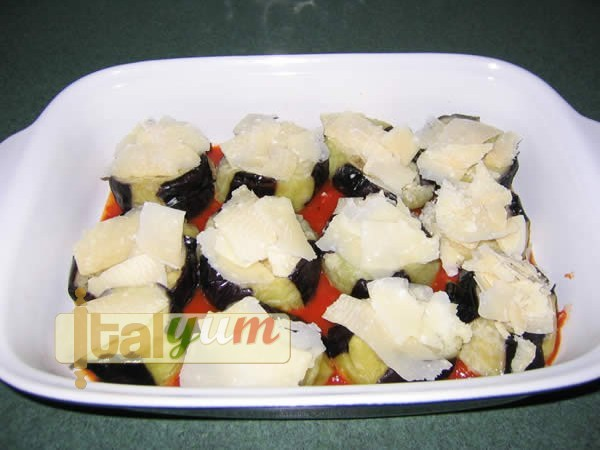 Baked Aubergine with Cheese and Tomato (Melanzane alla Parmigiana) | Vegetable recipes