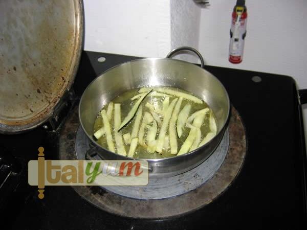 Spaghetti with aubergines (Spaghetti con le melanzane) | Pasta recipes
