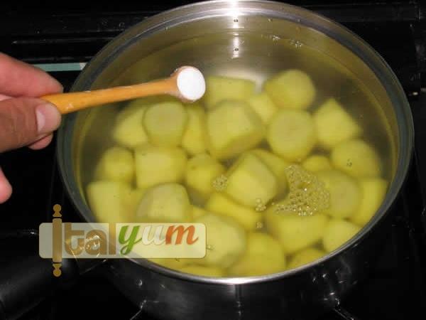 Roast new potatoes (Patate novelle al forno) | Vegetable recipes