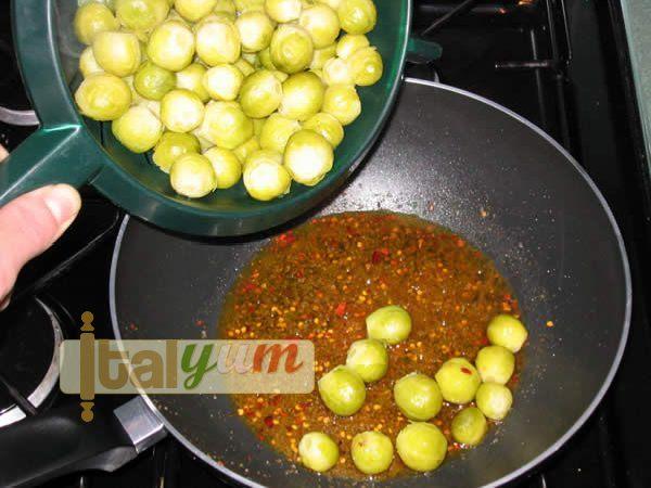 Sailor's sprouts (Cavoletti di Bruxelles con le acciughe) | Vegetable recipes