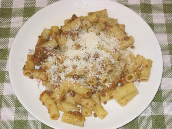 Rigatoni with meat sauce (Rigatoni al ragù di carne) | Pasta recipes